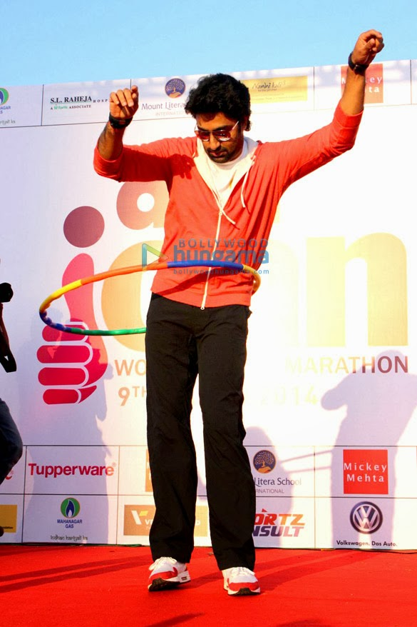 Abhishek graces DNA I Can Women's Half Marathon 2014