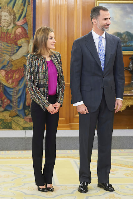 UTERQUE Jacket - CAROLİNA HERRERA Shoes -  HUGO BOSS Fuchsia-Silk Blouse
