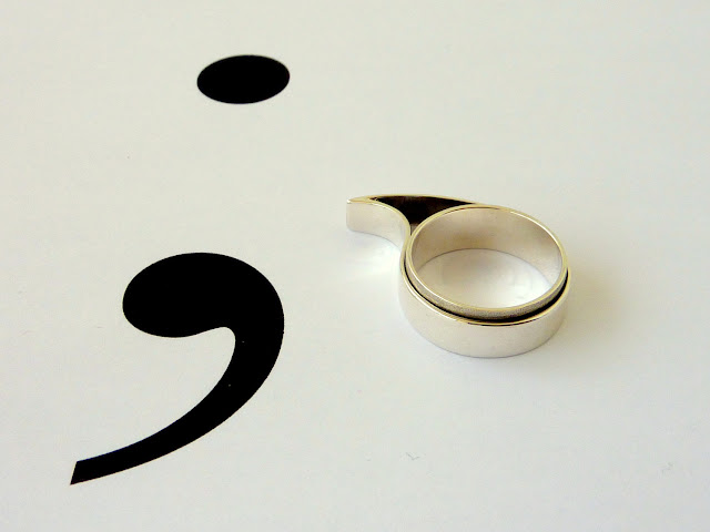 Dot & Comma Ring by Vangloria