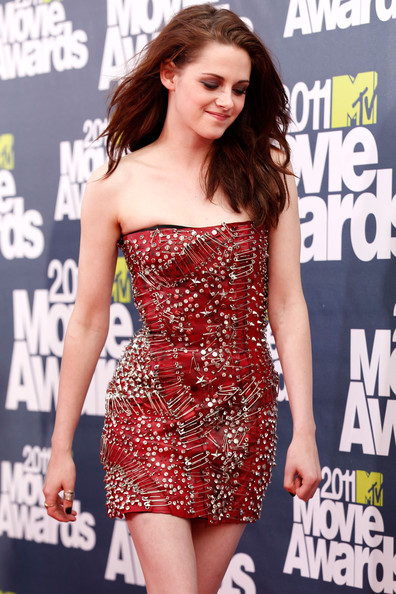kristen stewart and robert pattinson 2011 mtv movie awards. ago 2011 mtv movie awards