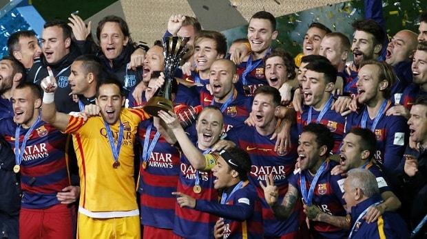Time do Barcelona comemorando o Mundial