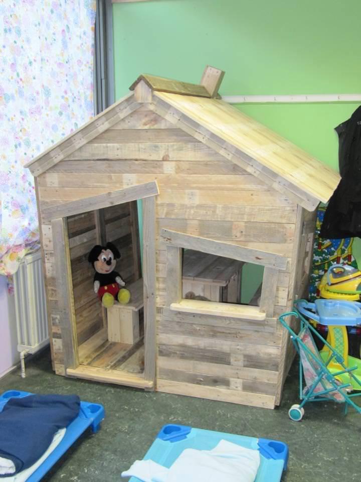 hoy os ofrecemos esta magnfica casita realizada con palets para que los nios jueguen y tambin puedan guardar sus juguetes en el interior