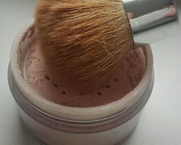 Aubrey-Organics-silken-earth-powder-with-kabuki-brush