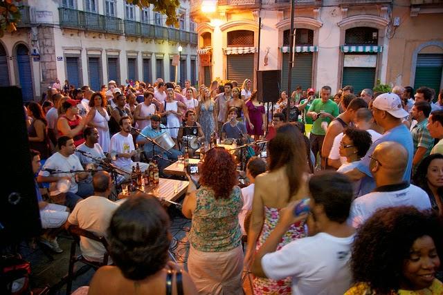 Roda de samba da Rua do Ouvidor no centro do Rio de Janeiro