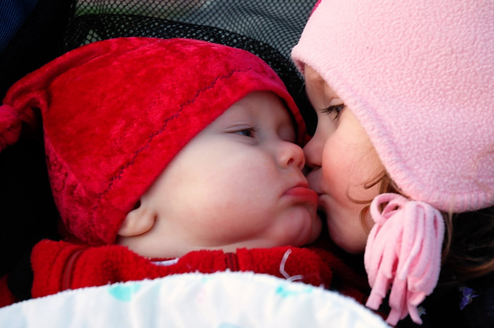 Cute-Babies-Kiss