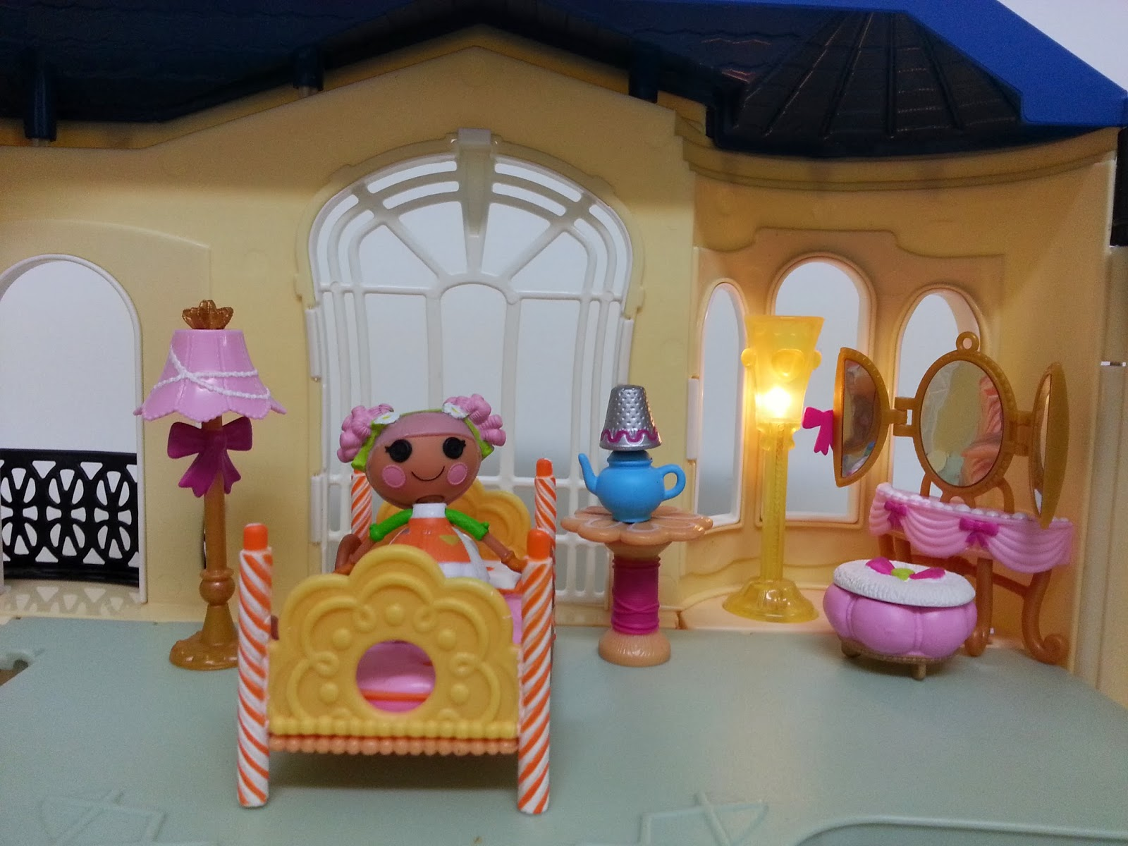 Lalaloopsy Bedroom Decor Jane Chacrie Redbox Dollhouse