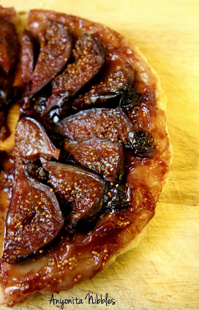 Half of a blueberry & fig tarte tatin from www.anyonita-nibbles.com