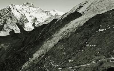 paysage de haute montagne montrant l'Aiguille de Bionnassay