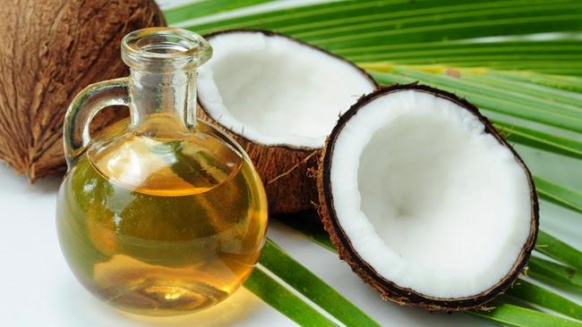 6 Manfaat Minyak Kelapa Untuk Kesehatan & Kecantikan