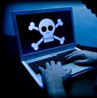 Hackers e Crackers se aproveitam da negligência de usuários, que não atualizam seus softwares quando necessário.