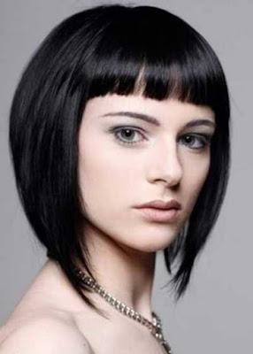 Potongan rambut inverted bob berponi_9201547