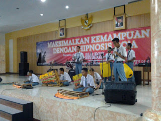 Pentas Seni dan Hipnosis di SMK Negeri 1 Gombong