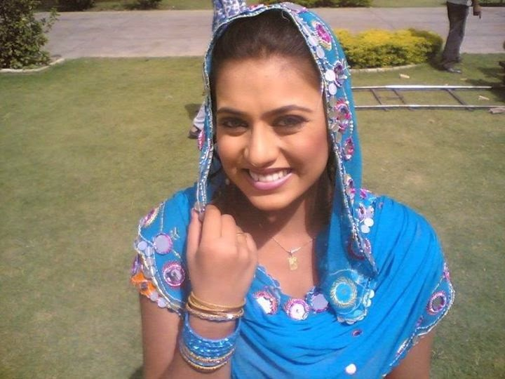 Desi Lovely Indian Housewife New Leaked Pictures