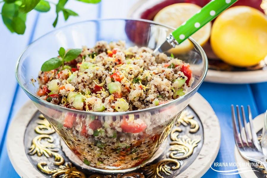 sałatka tabbouleh, sałatka z komosą ryżową i warzywami, sałatka warzywna z komosą ryżową, sałatka z quinoa, quinowa z warzywami, sałatka wegetariańska, danie z komosą ryżową, kraina miodem płynąca