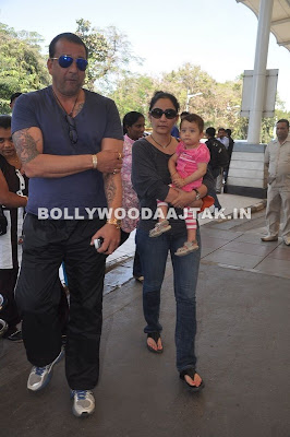 Sanjay and Manyata Dutt leave for Varun Dhawan's Wedding Pictures