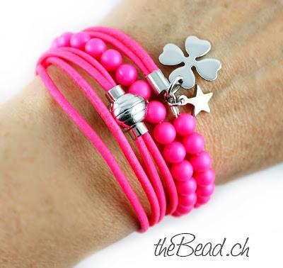 Neon Armband mit Neonperlen und Neon Lederband von theBead