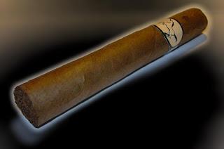 Le cigare qui devient de plus en plus incandescent