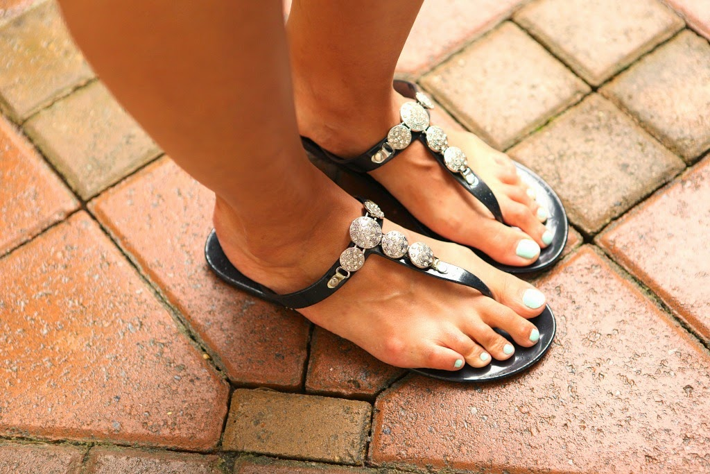 Fibi & Clo Beach Sandals, Tanvii.com