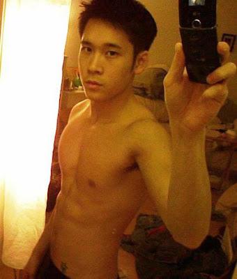 loạt ảnh boy tự chụp ảnh khoe hàng Tumblr_lea83ukTMX1qfpyk2o1_500