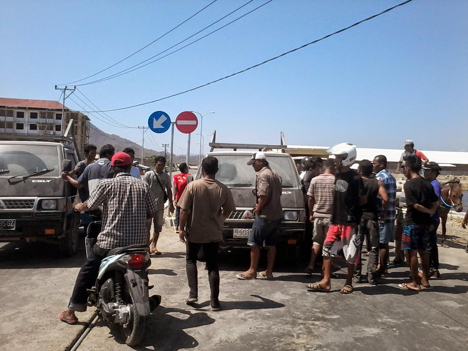 Semen Langka, Warga Tanjung Blokir Jalan