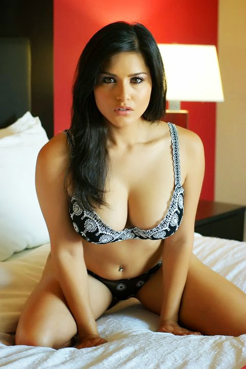 Hot Sunny Leone Bikini Wallpapers and Photos