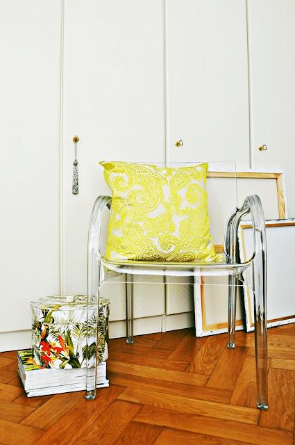Kissen von PacificoHome // Stuhl von Impressionen // Hutschachtel von ZaraHome