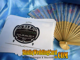 http://www.shidiqweddingcard.com/2016/01/paket-undangan-ns-dan-souvenir-kipas.html