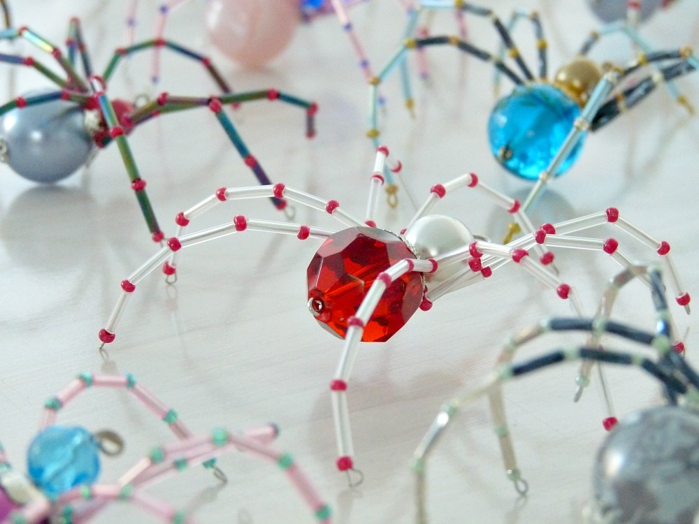 How to Make a Beaded Christmas Spider | Dans le Lakehouse