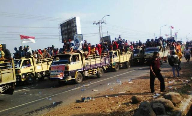 Akibat aksi ribuan pendemo yang memblokir jalan Pantura ini menyebabkan jalan pantura macet total hingga berjam-jam lamanya. Hal ini karena bersamaan dengan tradisi arus balik mudik lebaran.