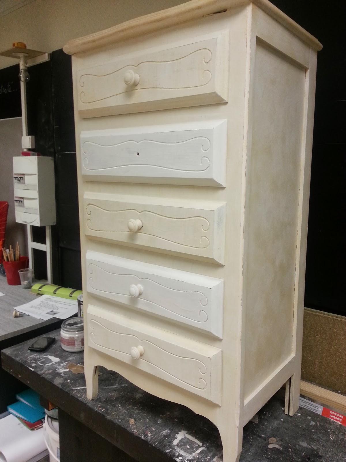 Peinture sur meuble pour un finition patin e cir e cours de for Peinture patinee
