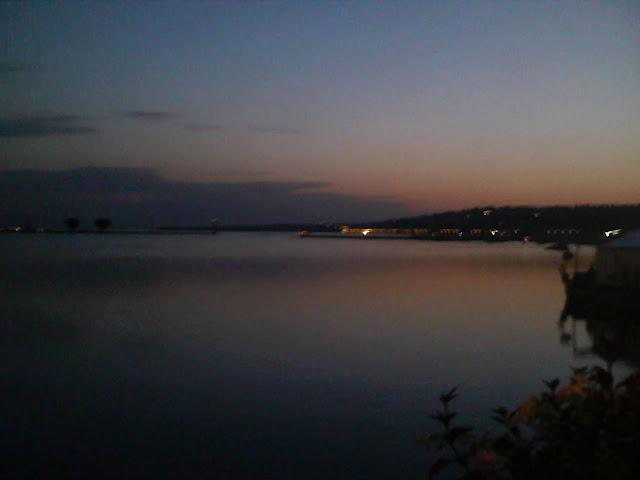 lever de soleil sur le lac de geneve