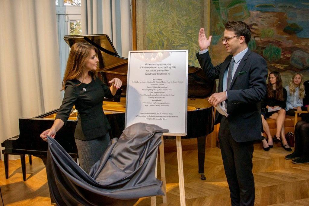 royals fashion visite de la maison danoise des. Black Bedroom Furniture Sets. Home Design Ideas
