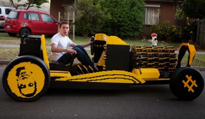 Raul Oaida memandu kereta ciptaannya yang diperbuat daripada kepingan Lego di kediamannya di Hunedoara, Romania, baru-baru ini.