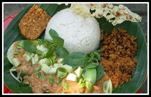 Pecel Tumpuk Makanan Tradisional Dari Ponorogo Jawa Timur