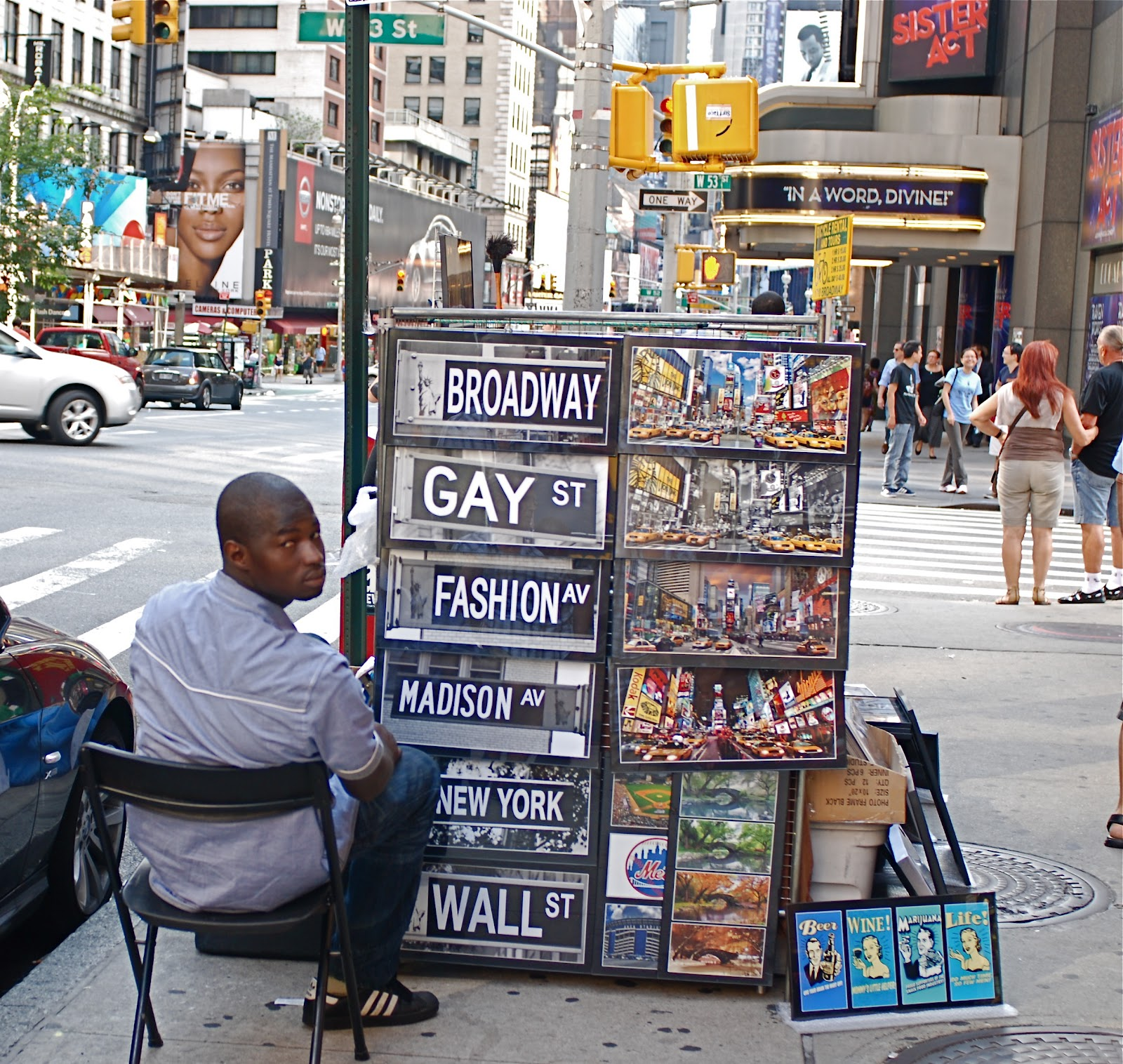Nyc nyc sidewalk souvenir vendor for Gifts for new yorkers