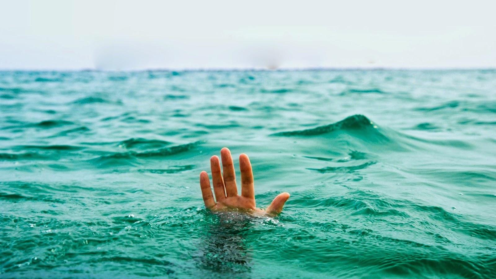 شخص يغرق