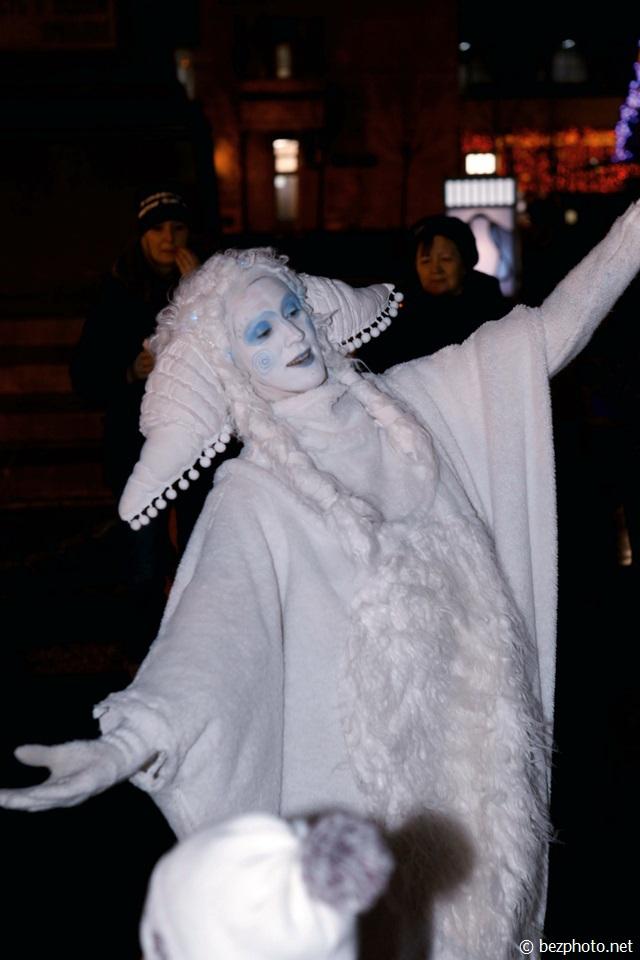 зимние дни уличных театров