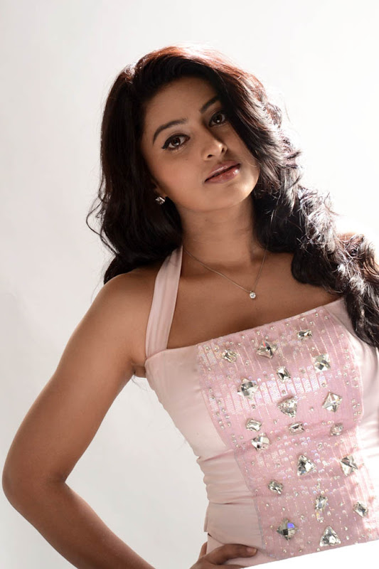 Sneha new hot photos cleavage