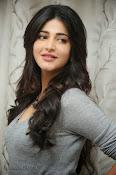 Shruti Haasan Gorgeous Photos at Yevadu Success Meet-thumbnail-13