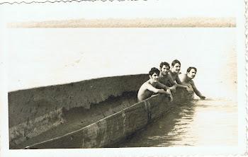 Velha canoa africana