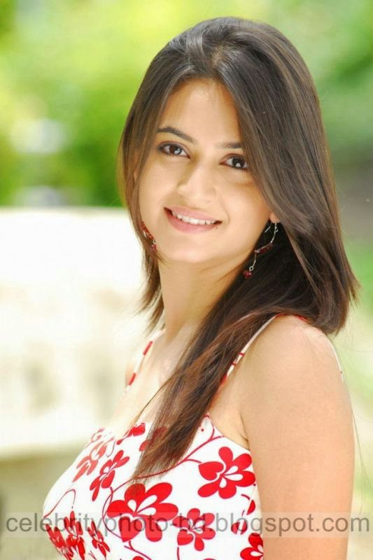 Actress%2BKriti%2BKharbanda%2BHot%2Band%2BSpicy%2BStills%2BPhotos%2BCollection003