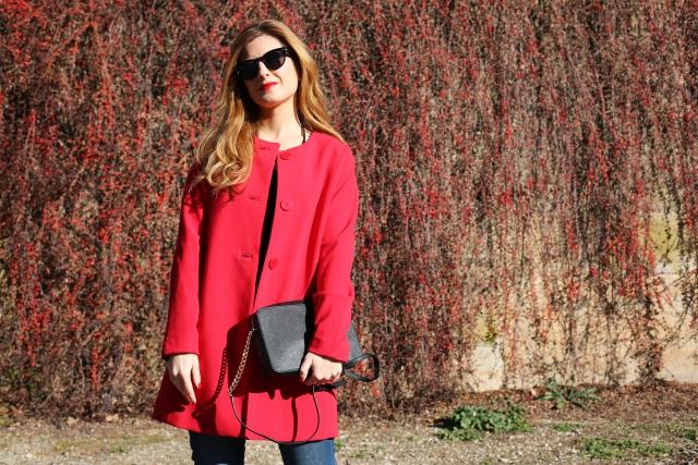 Abrigo cuello caja rojo