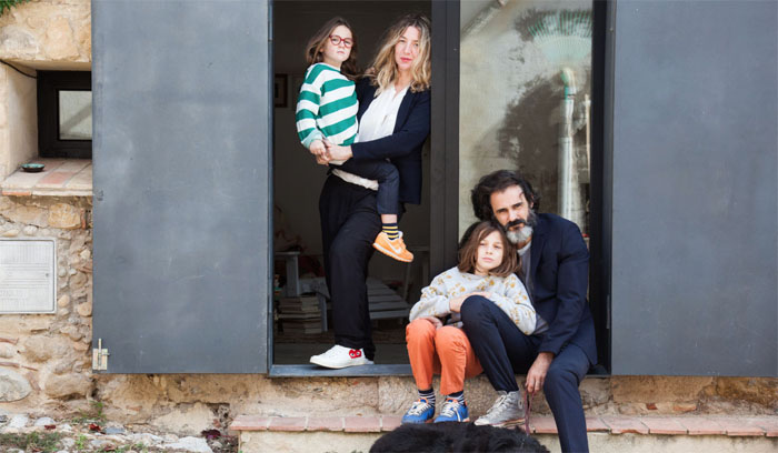 Laia Aguilar with her family  - photo Thesocialitefamily