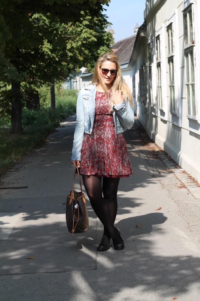 How to Style Herbstvorboten - Sommerkleid im Herbst tragen - Louis Vuitton Neverfull Monogram Tasche mit Patina - Jeansjacke im Herbst tragen - Ray Ban Erica Sonnenbrille - Fashionblogger aus Oesterreich - Blonde Fashionblogger - Fashionblogger aus Kaernten, Klagenfurt