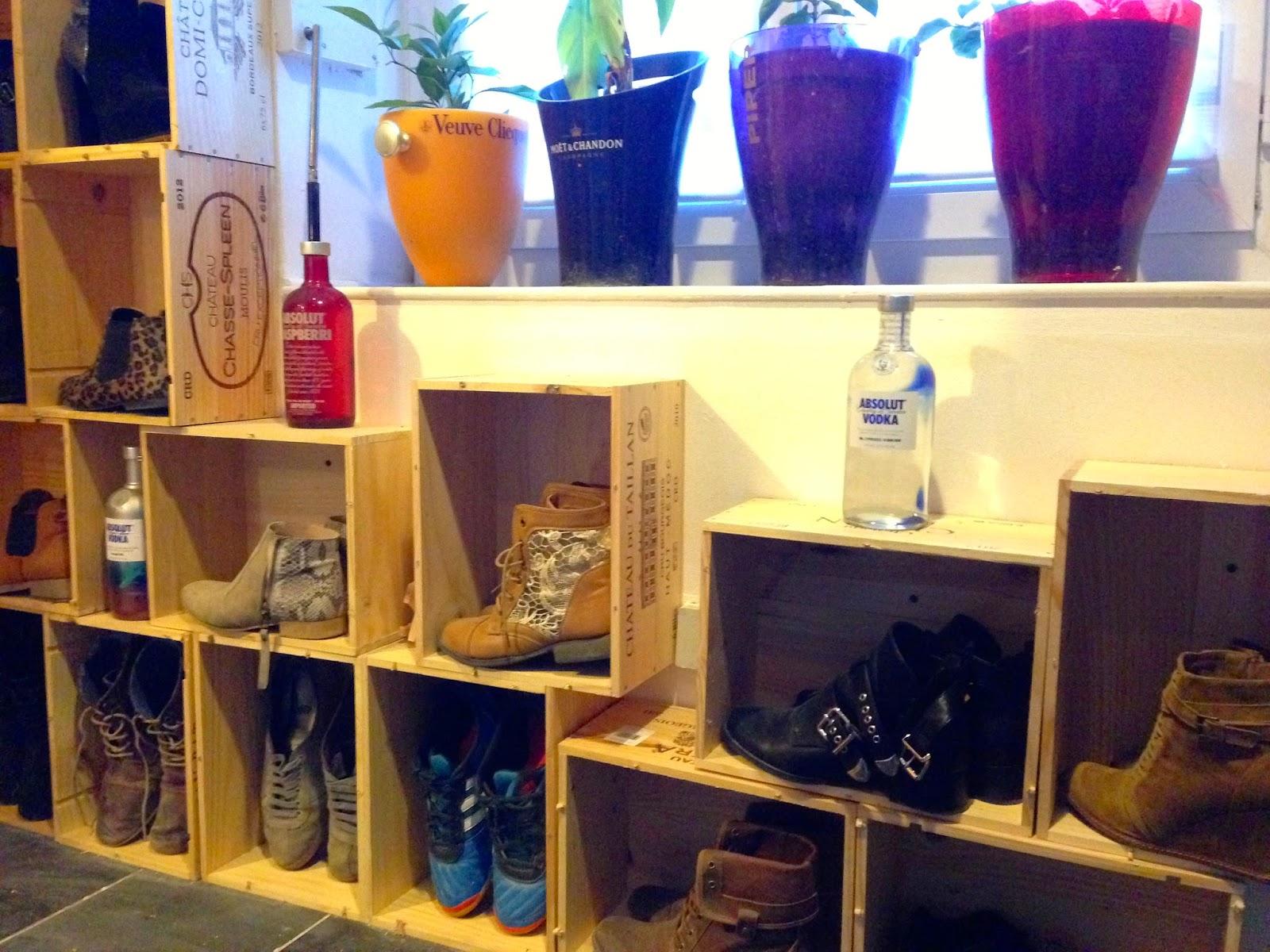Etag re chaussures en caisses de vin caract rielle - Ou acheter des caisses en bois ...