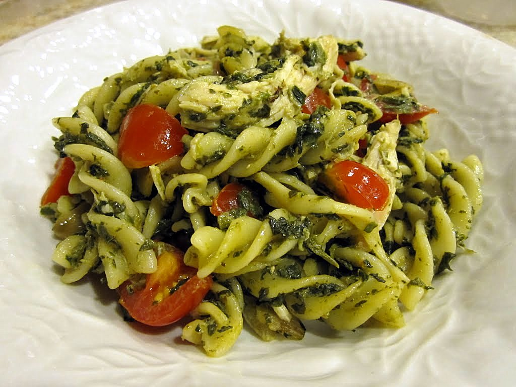 Chomping Board: Spinach pesto chicken pasta