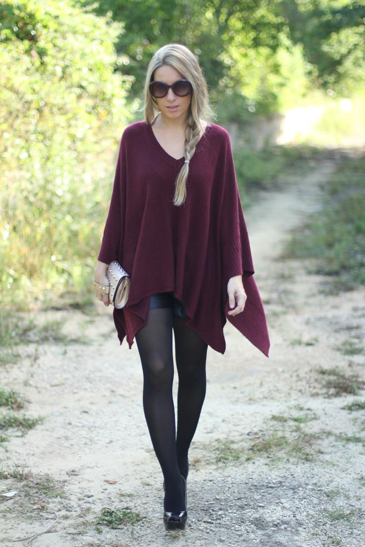 Maxi poncho en color burdeos por bloguera de moda