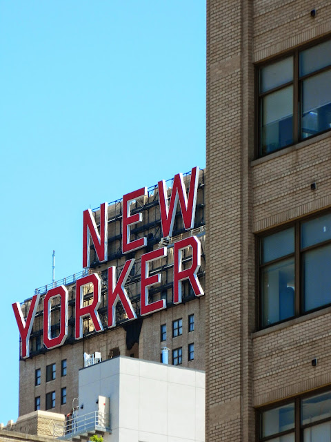 new york city new yorker sign red high line view building