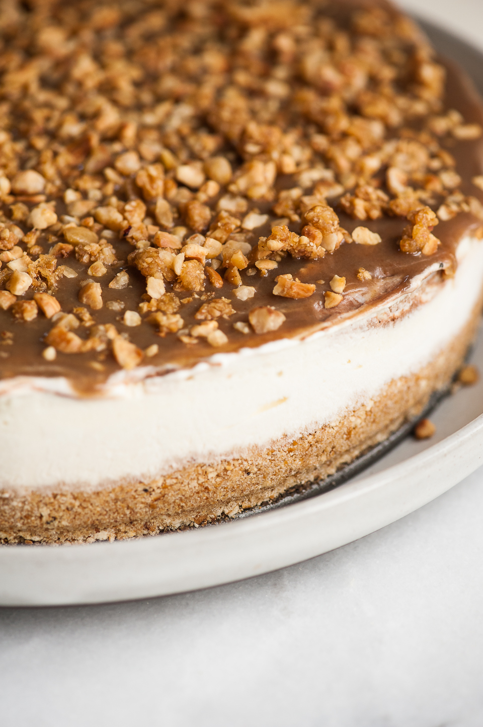 No Bake Chocolate Caramel Cheesecake with Brown Butter Pretzel Crust ...