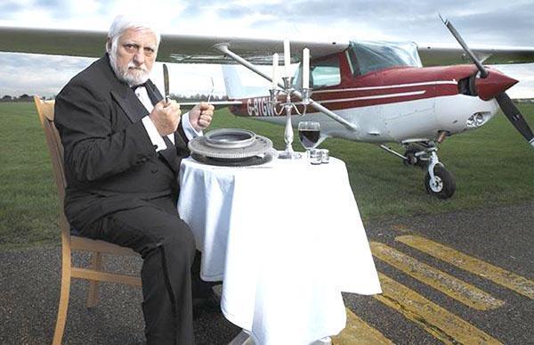 Bizarro conheça a história do homem que comeu um avião Clique diversos